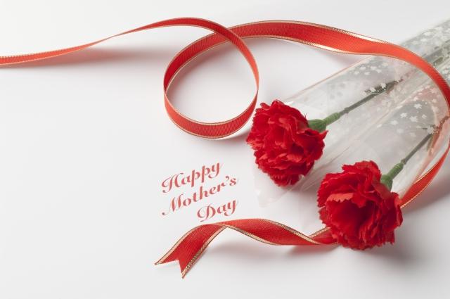60代、母の日のプレゼント,温泉旅行券,お花,メッセージカード,感謝の気持ち,一緒に過ごす,バック,財布,アンケート結果,お菓子,ディズニーランド,ディズニーシー